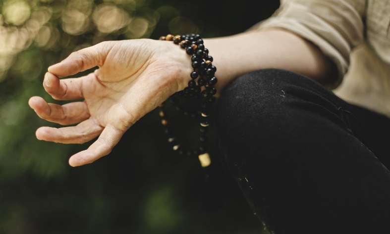 closeup photo of woman's hand while doing meditation