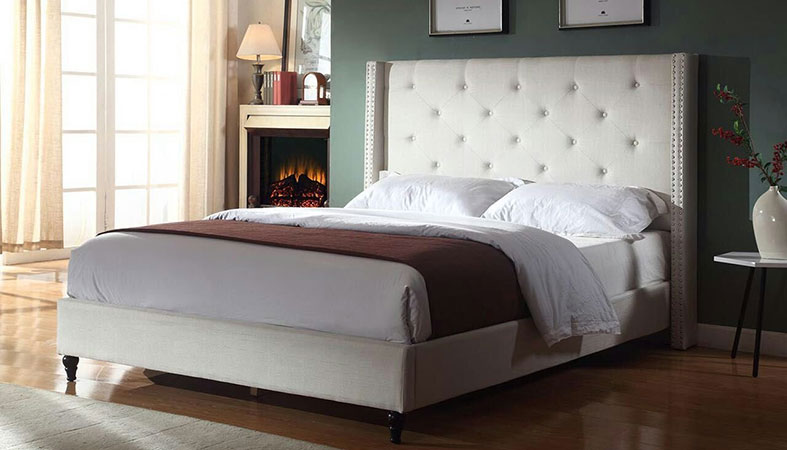 photo of the platform bed