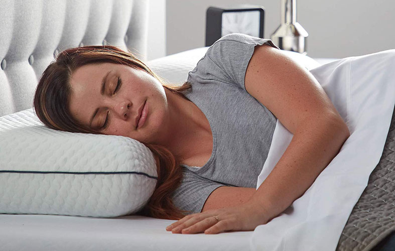 a girl is sleeping on the gel pillow